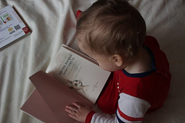 Toddler learning how to read
